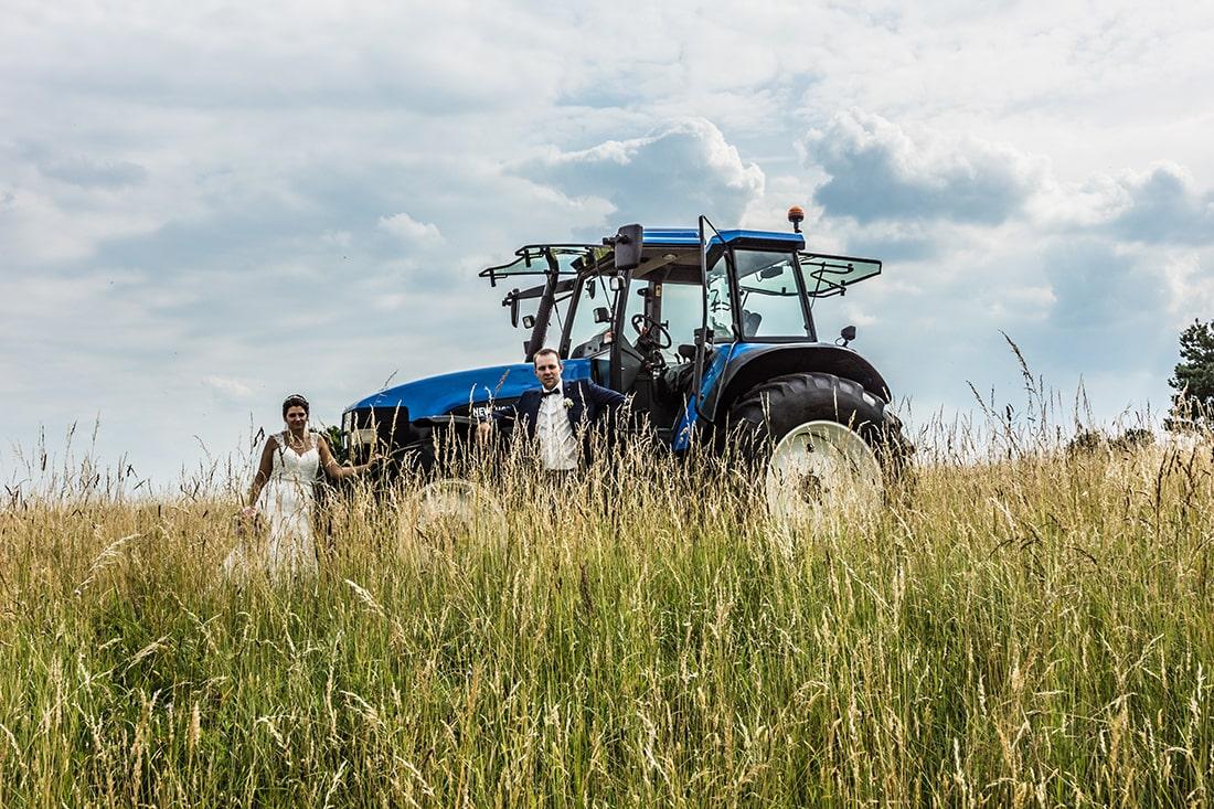 Hochzeitsfotos mit Traktor der ausdrückliche Wunsch des Paares