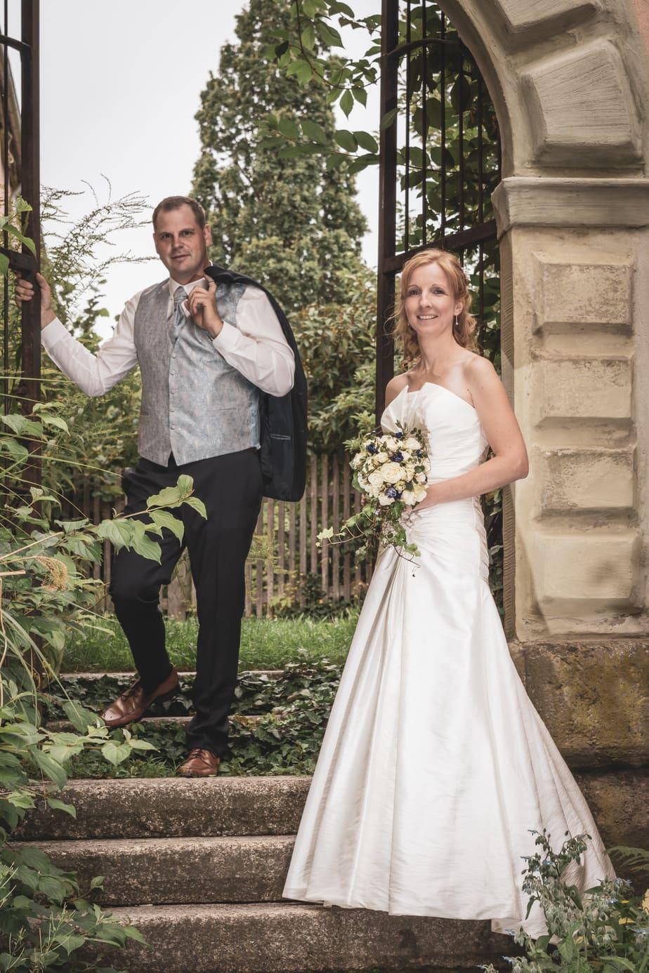 Hochzeitsbild im Vintage-Look im Freien